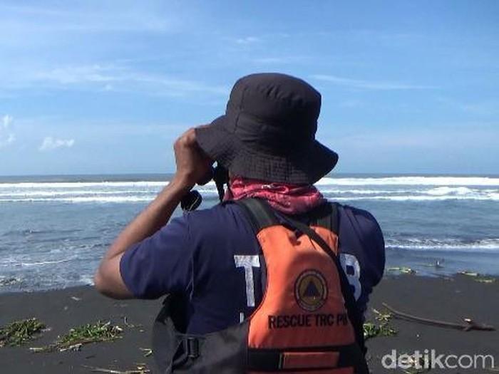Pemancing Hilang Terseret Gelombang di Pantai Selatan Lumajang