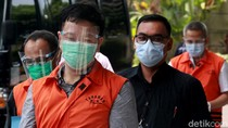 Penyuap Eks Sekretaris MA Nurhadi Nunduk Aja