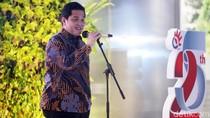 Gaya Formal Ala Erick Thohir, Batik Dipadu Sneakers