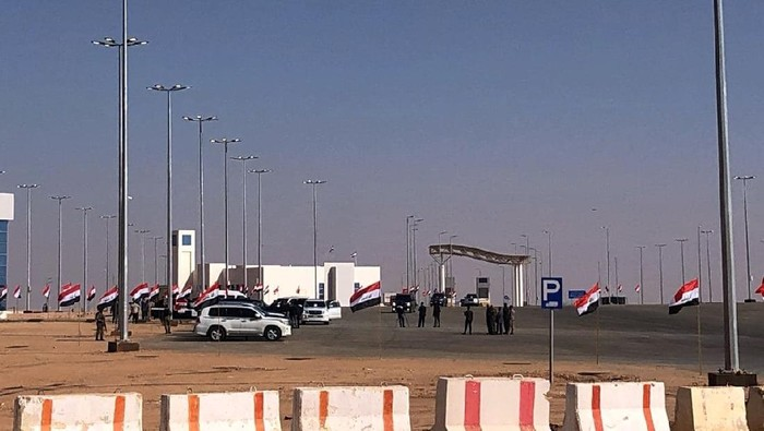 Iraqi and Saudi officials open the Arar border crossing in Anbar, Iraq, Wednesday, Nov. 18, 2020. Iraq and Saudi Arabia have reopened the main border crossing for trade between the two nations after three decades of closure. (AP Photo/Osama Sami)