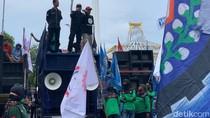 Ribuan Buruh Terus Berdatangan di Kantor Gubernur Jatim, Tuntut UMK 2021 Naik