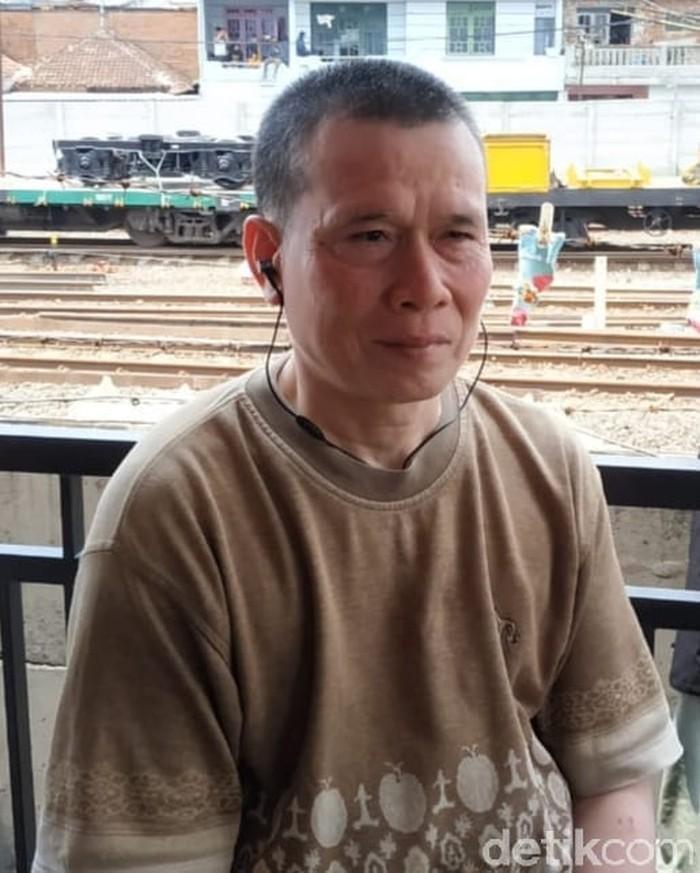 Slamet Effendi (45), punya jasa besar menyelamatkan pekerja proyek perbaikan rel kereta api di stasiun Malang Kotalama