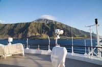 Kepulauan ini tidak memiliki bandara. Satu-satunya cara untuk bepergian ke sana adalah dengan kapal dari Cape Town. Pengunjung membutuhkan persetujuan sebelumnya dari Dewan Tristan da Cunha agar dapat masuk ke dalamnya (Foto: iStock)