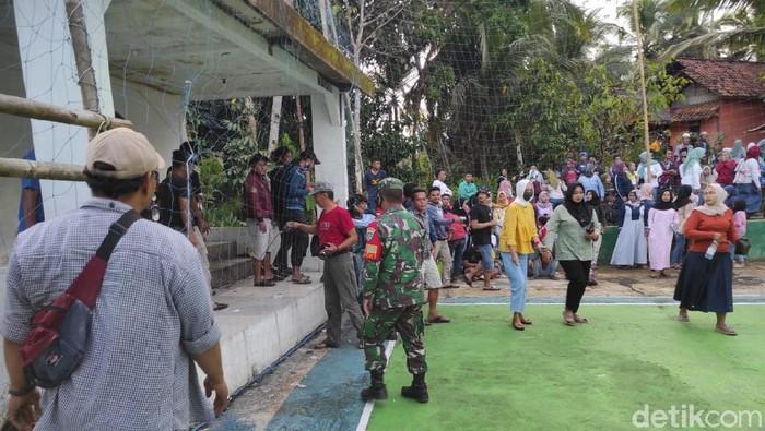 Turnamen voli di Tasikmaya dibubarkan polisi.