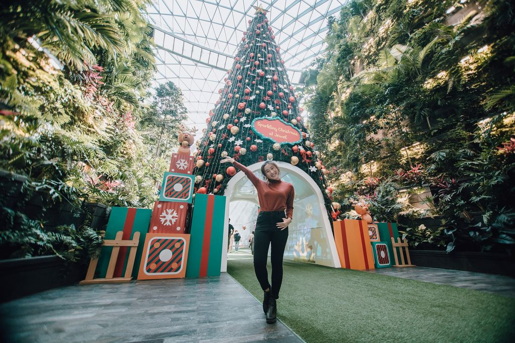 9 Wisata Natal dan Tahun Baru di Bandara Changi, Ada Hujan Salju