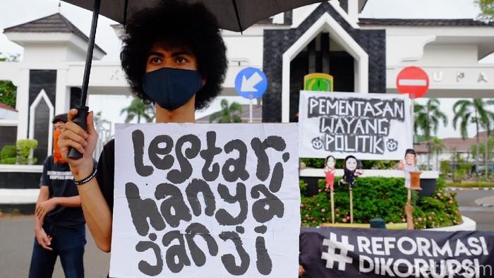 Aksi Aktivis Lingkungan di Karawang