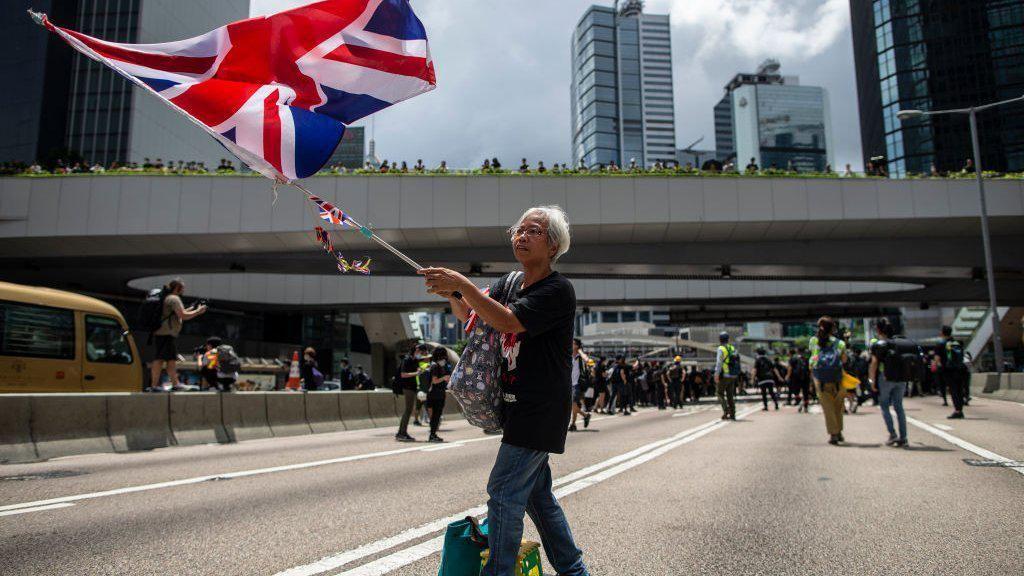 China Ancam Negara Barat Soal Hong Kong: Mata Akan Dicongkel