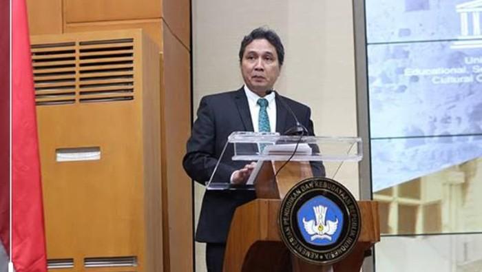 Direktorat Jenderal Kebudayaan Kementerian Pendidikan dan Kebudayaan kucurkan bantuan pada komunitas seni guna meningkatkan kebudayaan tanah air.