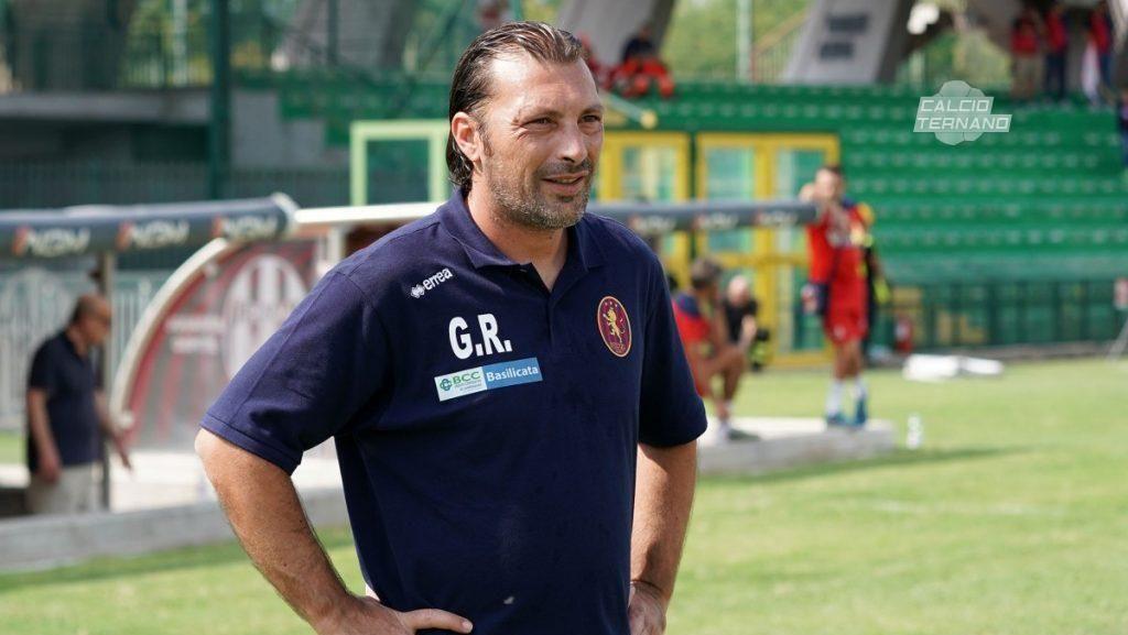 Wadaw, Pelatih Masuk ke Lapangan lalu Tekel Pemain Lawan!