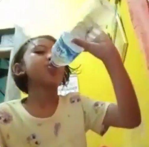 Bocah Tak Sengaja Minum Air Isi Ikan Cupang