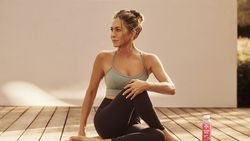Jennifer Aniston Cari Kekasih, Tapi Ogah Lewat Aplikasi Kencan