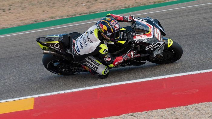 ALCANIZ, SPAIN - OCTOBER 23: Johann Zarco of France and Reale Avintia Racing rounds the bend during the free practice for the MotoGP of Teruel at Motorland Aragon Circuit on October 23, 2020 in Alcaniz, Spain. (Photo by Mirco Lazzari gp/Getty Images)