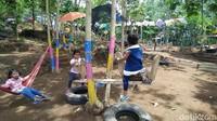 Desa wisata ini awalnya dibangun bukan untuk komersial. Awalnya, warga hanya berniat membersihkan kebun yang sudah penuh dengan semak-semak.