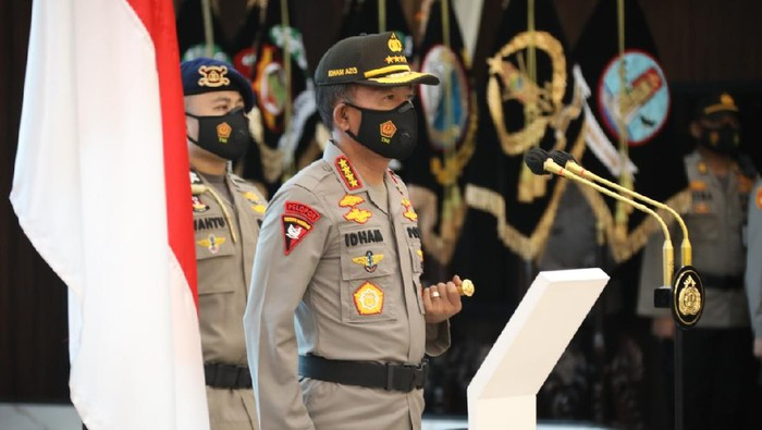 Kapolri Jenderal Idham Azis melantik Irjen Mohammad Fadil Imran dan Irjen Ahmad Dofiri sebagai Kapolda Metro Jaya dan Kapolda Jawa Barat (Dok. Mabes Polri).