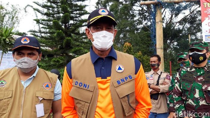 Kepala BNPB Doni Monardo saat mengunjungi pengungsi Gunung Merapi di Boyolali, Jumat (20/11/2020).