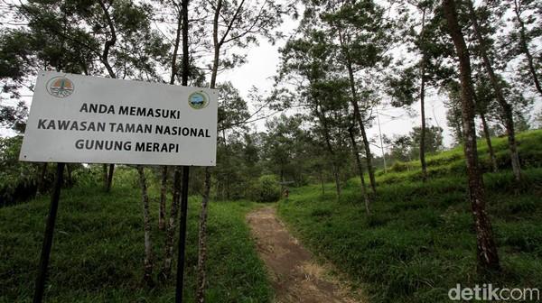 Terkait dengan meningkatnya status Gunung Merapi menjadi siaga, sejumlah objek wisata yang berada di kawasan rawan bencana ditutup sementara guna mengantisipasi terjadinya erupsi.