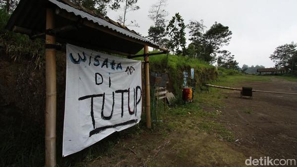 Di objek wisata yang dikelola warga itu, terang Jainu, wisatawan biasanya bisa menikmati pemandangan puncak Gunung Merapi, berswafoto, kemping dan memacu di track sepeda down hill di hutan. Namun, saat ini tutup dulu.