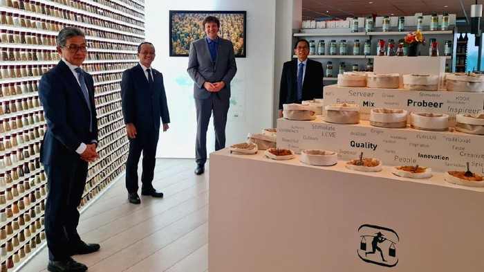 Kepala BKPM Bahlil Lahadalia kunjungi produsen Pala terbesar dunia Verstegen di Belanda. Kunjungan ini terkait dengan rencana perusahaan itu berinvestasi di RI.