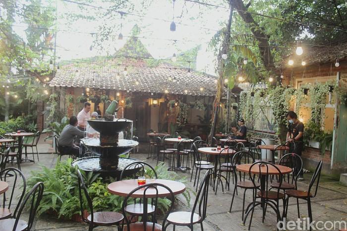Ngopi Cantik di Kafe Hidden Gems Bergaya Vintage