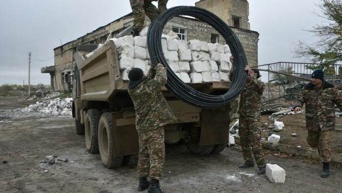 Pasukan Azerbaijan mulai memasuki distrik yang baru diserahkan Armenia (AFP Photo)