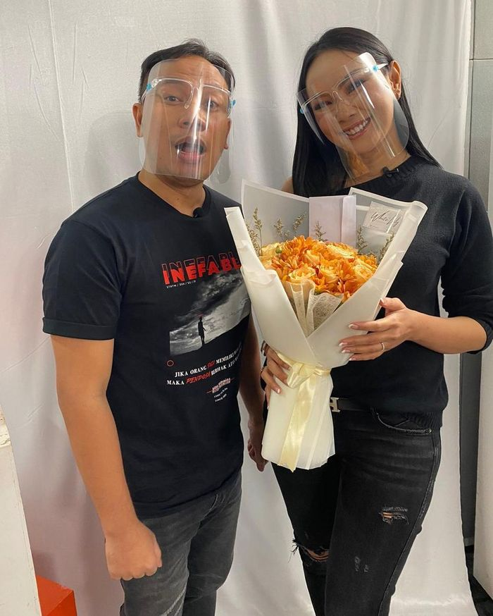 Romantisnya Kalina Ocktarani Saat Masak Rawon untuk Vicky Prasetyo