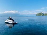 Lampung memilki danau terbesar kedua di Sumatera, yaitu Danau Ranau. Yang membuat danau ini cantik adalah pemandangan Gunung Seminung dan Pulau Marisa yang ada di tengah danau. (Ivone Suryani/dtraveler)