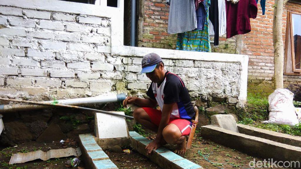 Melihat Tradisi Warga Bandung Barat Kuburkan Keluarga di Pekarangan Rumah