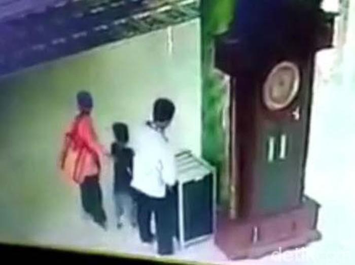 viral pencuri kotak amal di malang sekeluarga