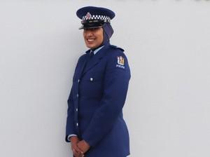Cerita Zeena Ali yang Jadi Polisi Berhijab Pertama di Selandia Baru