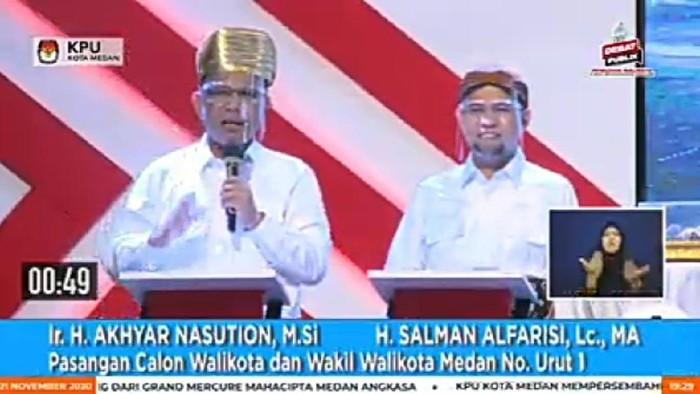 Akhyar dan Salman saat debat Pilkada Medan (Ahmad Arfah-detikcom)