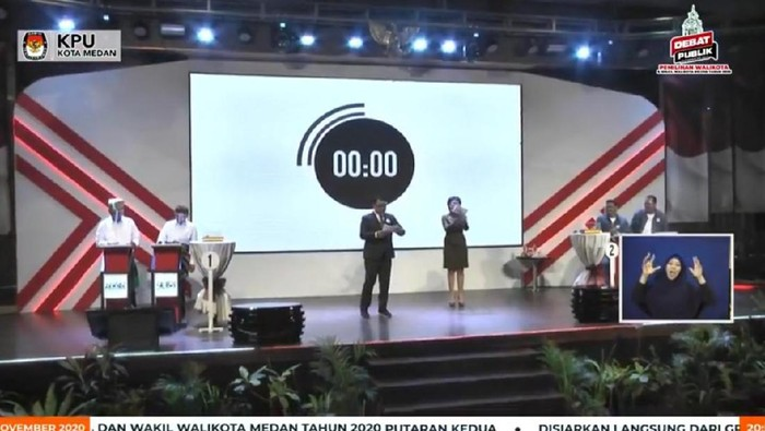 Akhyar-Salman dan Bobby-Aulia saat debat Pilkada Medan (dok. Facebook KPU Medan)