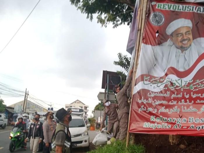 Baliho Habib Rizieq di Cianjur