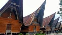 Objek wisata ini berlokasi di Simanindo, Kabupaten Samosir, Sumatra Utara.