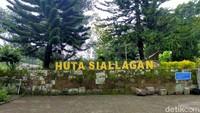 Huta Siallagan merupakan tempat persidangan dan lokasi hukum penggal bagi warga setempat ratusan tahun lalu.