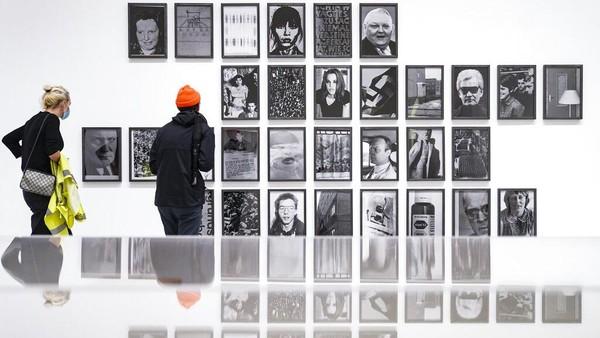 Museum of Modern Art (MoMa) menjadi salah satu destinasi wisata yang harus dikunjungi ketika berkunjung ke New York. Ratusan ribu karya seni hingga buku, bisa dilihat di museum terbesar di dunia ini.