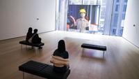 Saat ini MoMa sudah mengalami banyak renovasi dan perubahan. Museum yang memiliki 6 lantai ini memiliki total koleksi yang dipunya hampir 200.000 karya kontemporari modern.
