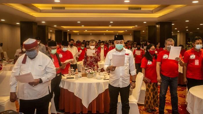 Pencinta atau pengagum Soekarno yang dikenal dengan Barisan Soekarnois deklarasi mendukung paslon Eri Cahyadi-Armuji. Mereka akan memberikan suara untuk paslon nomor urut 1 pada Pilwali Surabaya.