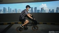 Pesepeda dapat gowes di sana setiap hari kecuali hari Senin dan Jumat mulai pukul 06.00-09.00 WIB.