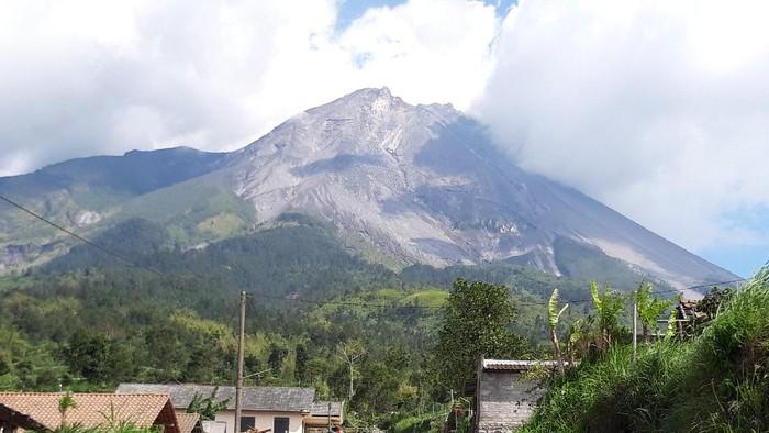 Gunung Merapi dari Desa Tlogolele, Kecamatan Selo, Boyolali, November 2020