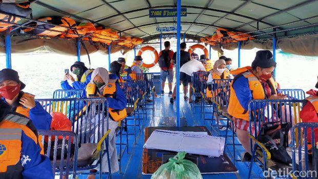 Perjalanan menuju Parapat via kapal motor