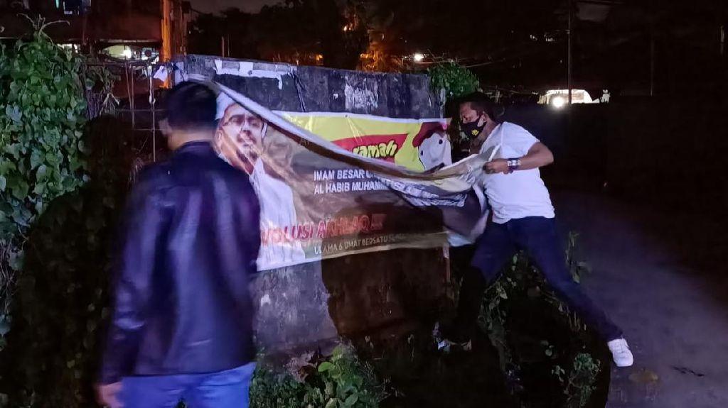Polisi-Satpol PP Turunkan Spanduk HRS di Palembang: FPI Ormas Tak Terdaftar