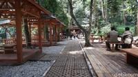 Di sini pengunjung juga bisa menikmati pemandangan hutan sambil mencoba makanan dan minuman yang tersedia di Cultural Space. (Siti Fatimah/detikcom)