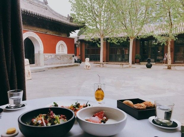 Wow! 5 Tempat Makan Ini Letaknya di Dalam Tempat Ibadah