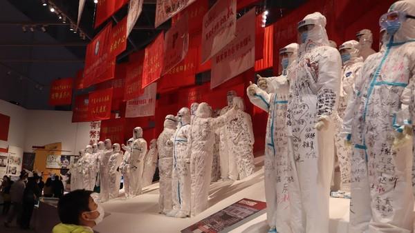 Sejak dibuka pada 15 Oktober 2020, museum yang menggambarkan situasi Wuhan saat awal mula pandemi terjadi itu dikunjungi lebih dari 3.000 orang per hari.