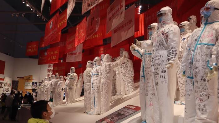 Kota Wuhan kembali terlihat normal setelah dikatakan berhasil menekan Corona. Kini disana ada museum yang memperlihatkan perjuangan medis dalam melawan Corona.