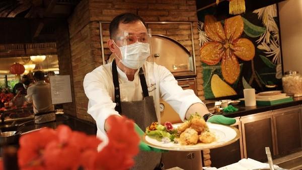Tradisi Yum Cha sudah ada sejak 150 tahun lalu. Tradisi ini bermula dari masyarakat Kanton yang bermukim di Provinsi Guangdong (China), Hong Kong, dan Macau.