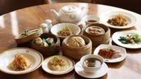 Beragam sajian Chinese food halal dan lezat tersedia di sini. Dari mulai Prawn Dumpling, Chinese Herbal Soup, Hong Kong Style Buttermilk Prawn, berbagai steamed dan fried dim sum pun ada.