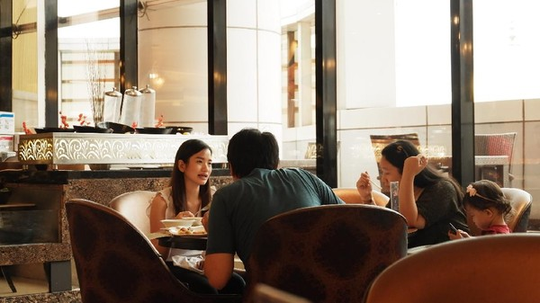 Dalam momen Yum Cha ini, mereka akan berkumpul bersama keluarga di restoran untuk sekadar mengobrol dan menikmati makanan khas. Traveler juga bisa menikmati Yum Cha Festival at The Restaurant ini di The Trans Luxury Hotel, Jalan Gatot Subroto, Kota Bandung.