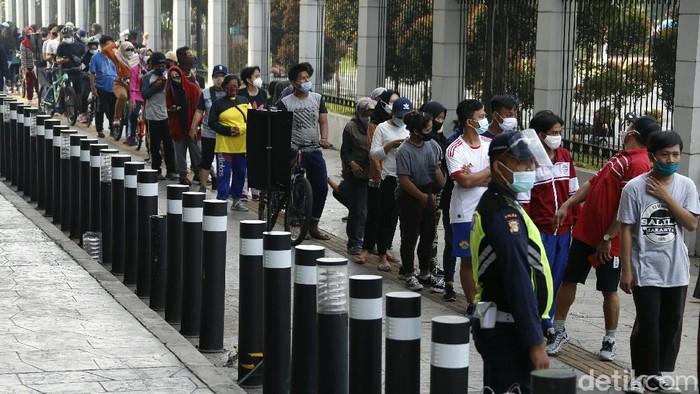 Kawasan Velodrome Rawamangun ramai dikunjungi warga untuk berolahraga di akhir pekan. Seperti apa suasananya?