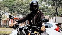 Aksi Nikita Mirzani Naik Moge, Katanya Sih Mau Nyopotin Baliho